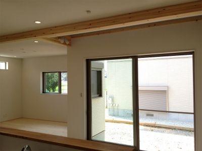 地元の木材とくつろぐ家画像03