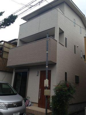 狭小地に建つ3階建て住宅画像01