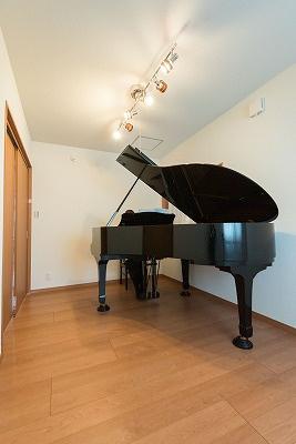 グランドピアノが映える家画像05