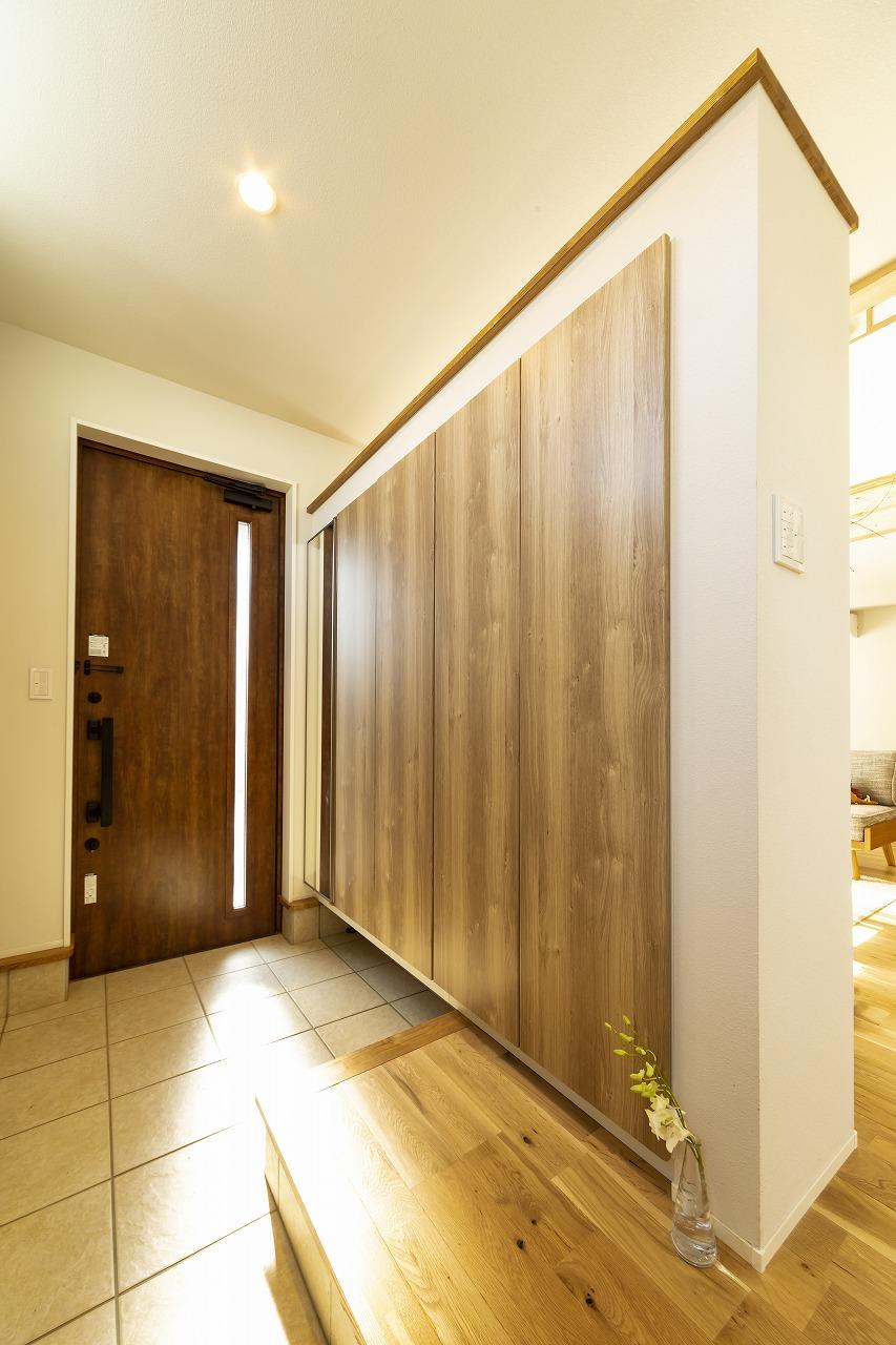 扉を極力へらした開放的な家画像06