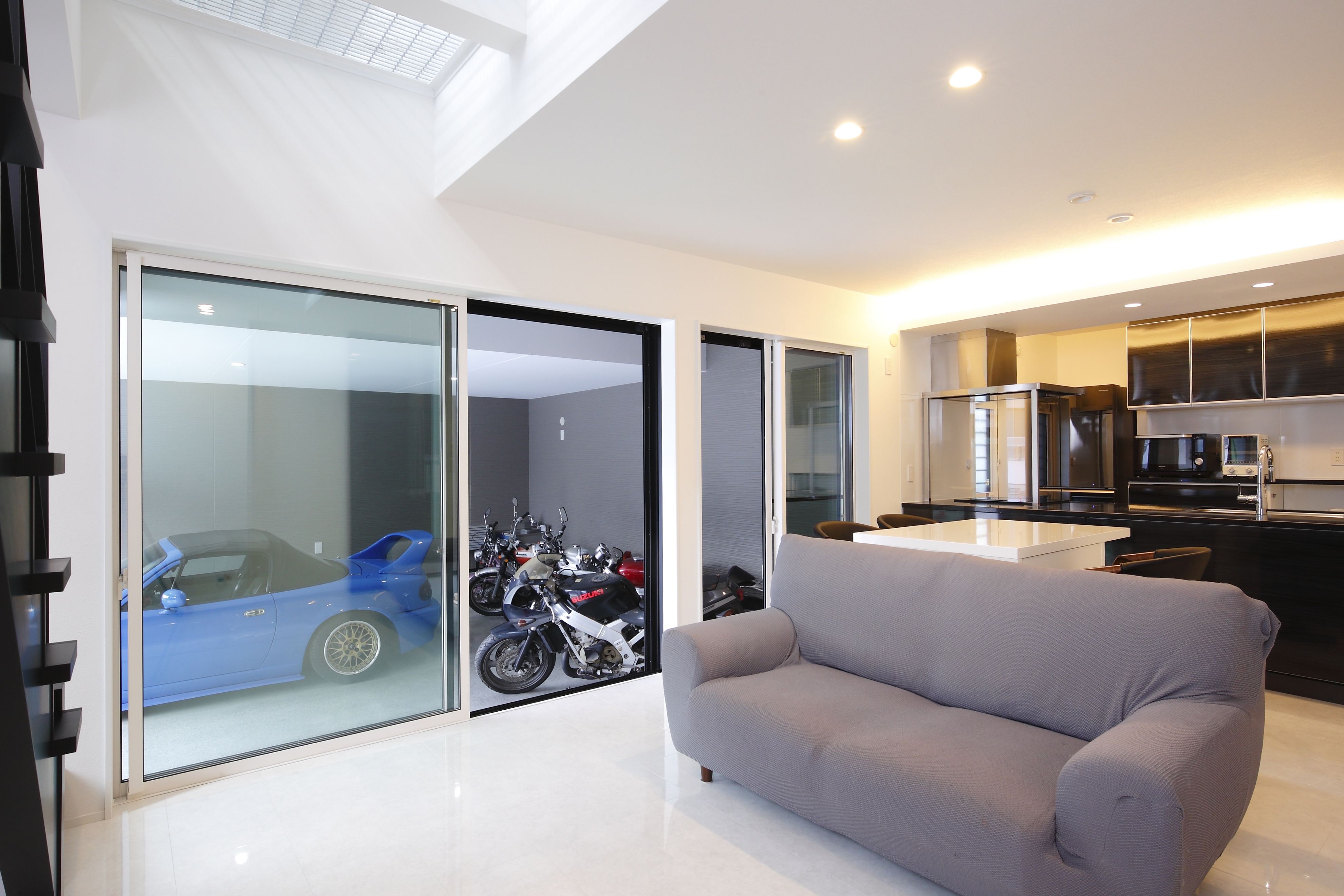 モデル事務所のようなガレージハウス画像03