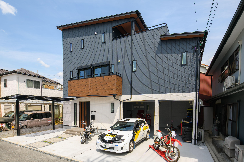 ドライバーが車いじりするための3階建て屋上つきガレージハウス画像01